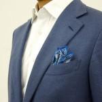 ビジネスマンのポケットチーフをネクタイと合わせるのは安易な考えか