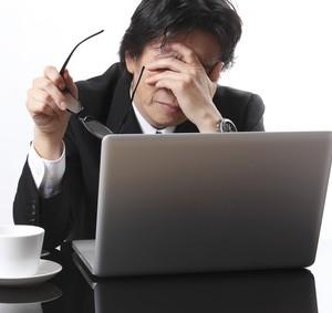 仕事でPCを使う会社員必見!目の疲れを回避&解消する4つの方法